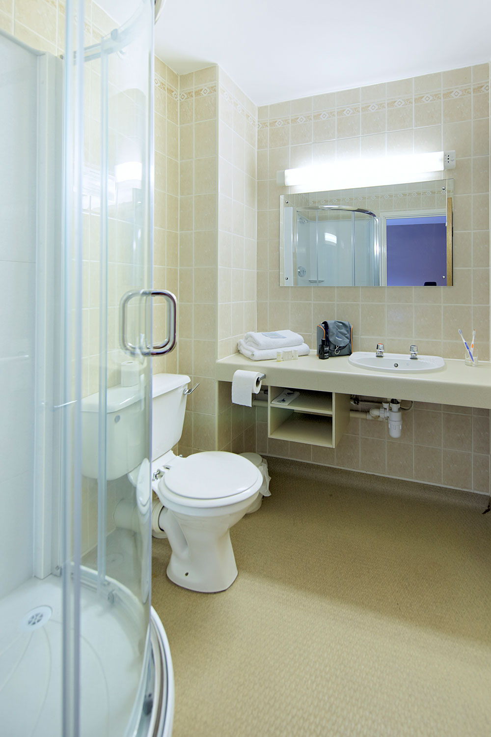 Keele University, accommodation en-suite shower room