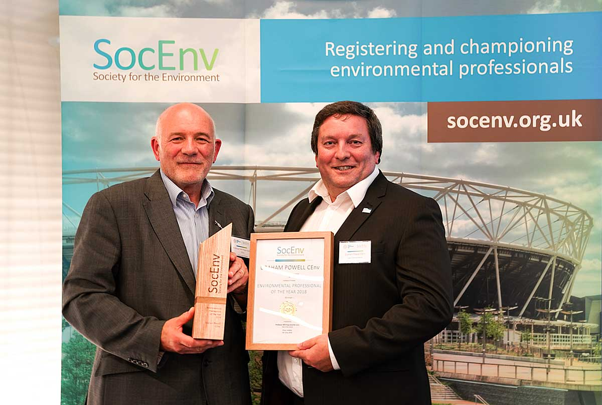 Professor Will Pope HonFSE CEnv (left) presenting Environmental Professional of the Year 2018 award to Graham Powell CEnv (right)