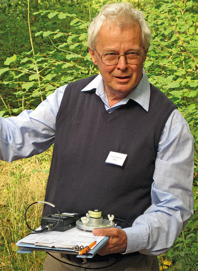 Rodney Helliwell at the Continuous Cover Forestry Group's workshop on daylight in the forest, September 2009, Westonbirt Arboretum. (Courtesy of Edward Wilson)
