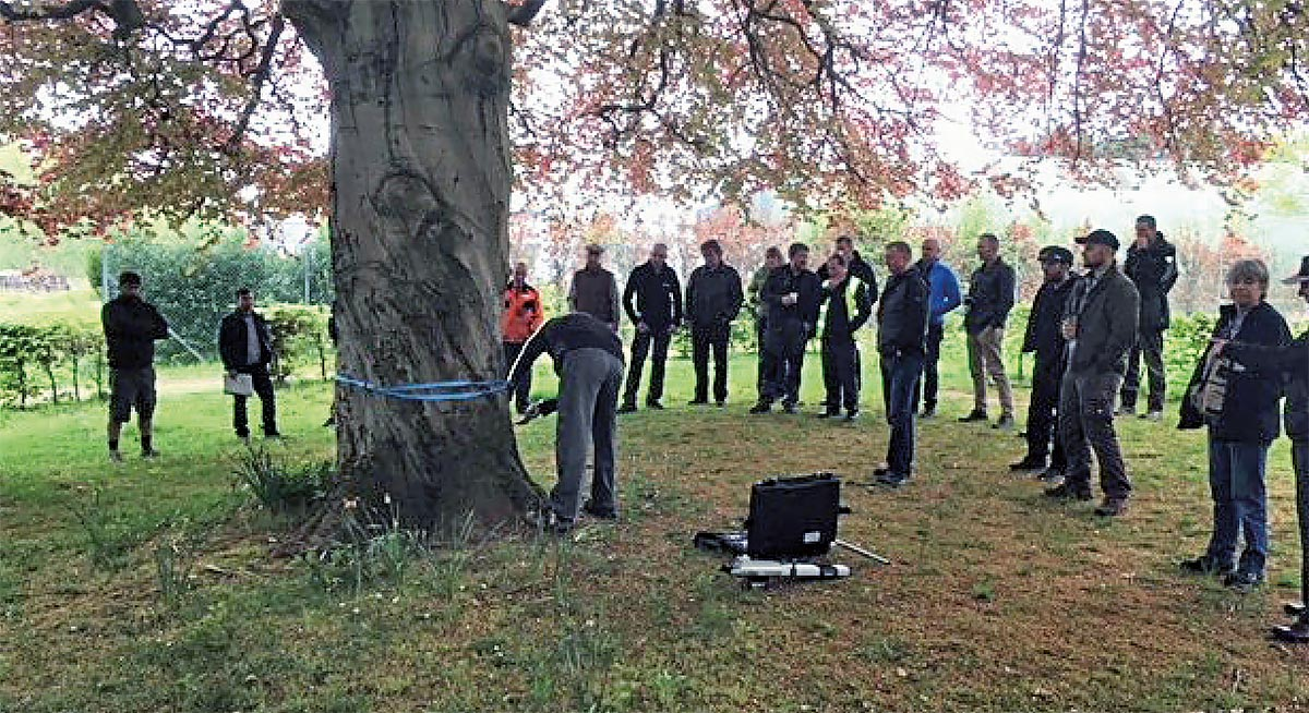 Mark Vestey demonstrates the Picus 3 for the Scottish Branch audience